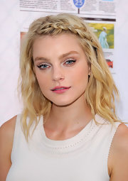For more sweetness to her look, Jessica Stam chose a pretty pink lip color.