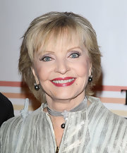 Florence Henderson wore a short hairstyle with wispy bangs at the 2011 Kennedy Center Honors.