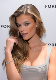 Nina Agdal looked gorgeous with her messy waves while visiting the Forevermark Diamond Suite.