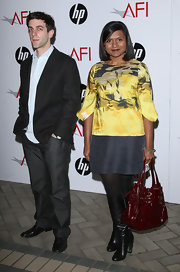 Mindy Kaling sealed off her ensemble with a red patent tote.
