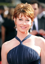 Sharon Lawrence attended the 2009 Emmy Awards wearing a layered razor cut.