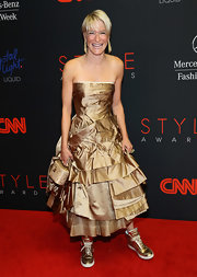 Julie Macklowe added a wacky touch to her glam outfit with a pair of gold basketball sneakers when she attended the Style Awards.