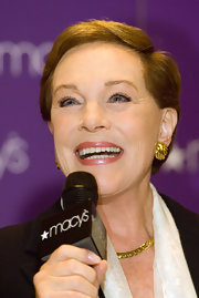 Julie Andrews sported a short, side-parted hairstyle during her book signing.