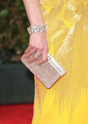 Mireille Enos showed her love for diamonds by wearing various diamond jewelry including a couple of bracelets at the Golden Globe Awards.