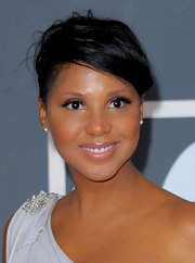 Toni Braxton attended the 2010 Grammys rocking a short, side-shaved 'do.