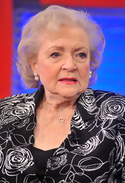 Betty White visited 'Fox & Friends' wearing an elegant short curly 'do.