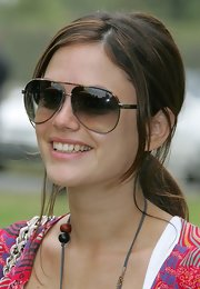 Rachel Bilson kept the rays out with a pair of oversized aviators.