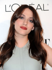 Kat Dennings wore her long hair loose with gentle waves during the Elle Women in Hollywood Tribute.