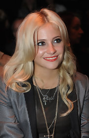 Pixie Lott looked oh-so-pretty with her platinum-blonde waves while sitting front row at the Jaeger fashion show.