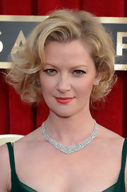 Gretchen Mol styled her hair into a curled-out bob for the 2013 SAG Awards.