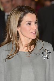 Princess Letizia spruced up a gray coat with a modern silver brooch for the ARCO Art Fair.