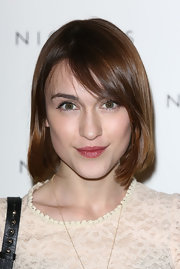 Ella Catliff looked cute with her bob at the 1205 Paula Gerbase event.