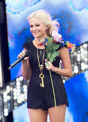 Pixie Lott performed at T4 on the Beach wearing an eye-catching gold key pendant.