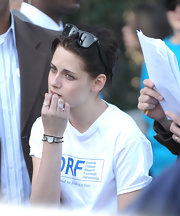 Kristen Stewart wore an elegant gold quartz watch at the 2009 JDRF Walk to Cure Diabetes.