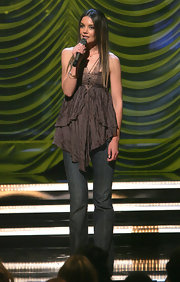 Katie Holmes kept it casual in a tiered halter top and jeans at the VH1 Save the Music Foundation concert.