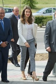 Princess Letizia looked effortlessly chic in gray capris, a V-neck tee, and a white blazer during her visit to APROCOR Foundation.