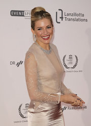 Sienna Miller was in the mood for neutrals at the UNESCO Charity Gala, pairing gray mani with a champagne-colored gown.