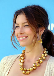 Jessica Biel loaded up on the bling for the 'Planet 51' premiere. Along with a chunky statement necklace, she wore a pair of gorgeous gold hoops with petal detailing.