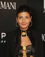 Giovanna Battaglia complemented her updo with a pair of gold hoops when she attended the 'Richard Hambleton: A Retrospective' opening.