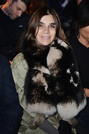Carine Roitfeld was winter-glam at the Dsquared2 fashion show wearing this luxurious fur scarf.
