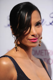Padma Lakshmi sweetened up her beauty look with a swipe of pink lipstick.