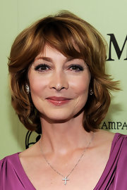 Sharon Lawrence wore her hair in a layered razor cut at the Women in Film pre-Oscar cocktail party.
