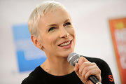 Annie Lennox kept it casual with this pixie at the 25th Anniversary Rock & Roll Hall of Fame Concert.