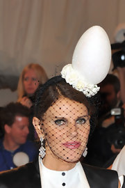 Anna dello Russo attended the Met Gala wearing a bizarre egg fascinator.
