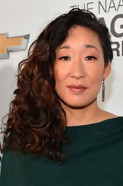 Sandra Oh glammed up with this side-swept curly 'do for the 2013 NAACP Image Awards.