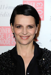 Juliette Binoche sported a slick side-parted 'do at the 2013 Sidaction Gala.