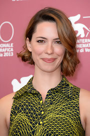Rebecca Hall looked adorable with her asymmetrical waves at the Venice Film Festival photocall for 'Une Promesse.'
