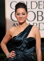 Black nail polish added a touch of goth to Marion Cotillard's glamorous Golden Globes red carpet look.
