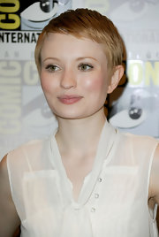 Emily Browning kept it breezy with this pixie cut at Comic-Con 2010.