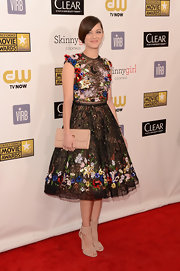 Marion Cotillard completed her neutral-themed accessories with a Christian Louboutin Riviera patent leather clutch.