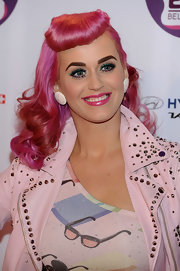 Katy Perry couldn't be missed wearing this fuchsia-dyed retro hairstyle at the 2011 MTV EMAs.