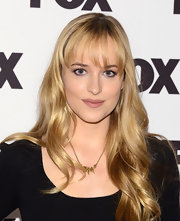 Dakota Johnson looked gorgeous at the Salute to Fox Comedy event with her long wavy 'do.