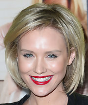 Nicky Whelan framed her face with a classic bob for the premiere of 'Movie 43.'