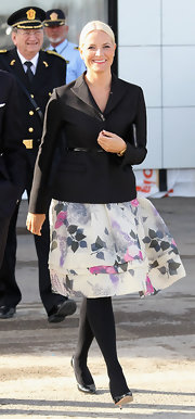 Princess Mette-Marit completed her outfit with a pair of black tights.