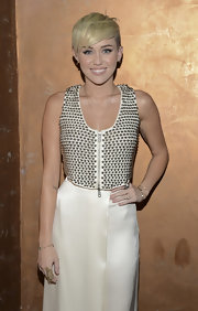 Miley Cyrus accessorized with an elegant gold filigree ring (among other bling) at the Spirit of Life Award.