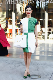 Nicole Warne sealed off her stylish daytime look with a white leather tote.