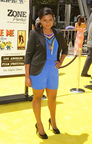 Mindy Kaling topped off her look with a black blazer.