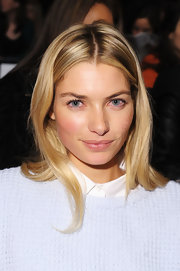 Jessica Hart was fresh-faced at the BCBG Max Azria fashion show wearing a casual center-parted 'do and natural makeup.