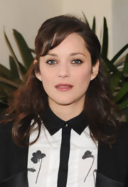 Marion Cotillard looked very girly with her wavy half-up 'do and side-swept bangs at the W Magazine Golden Globes party.