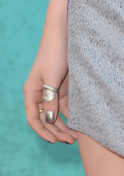 Kristen Stewart wore a statement ring on her thumb at the 2012 MTV Movie Awards.