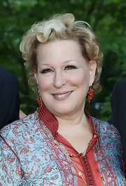 Bette Midler wore a short curly style at the NYRP Spring Picnic.