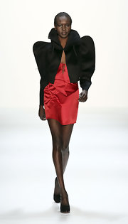 Alek Wek sported an exaggerated silhouette in this black cropped jacket during the Anja Gockel fashion show.