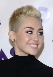 Miley Cyrus accessorized with a pair of simple studs at the VH1 Divas 2012.