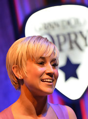 Kellie Pickler was casual and edgy with her short, choppy 'do at the Grand Ole Opry in Nashville.