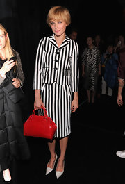 The supermodel's bright red Marc Jacobs Stam bag looked striking against her monochrome outfit.