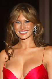 Melania Trump injected some sparkle with a pair of diamond chandelier earrings.